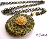 Beige chrysanthemum locket necklace